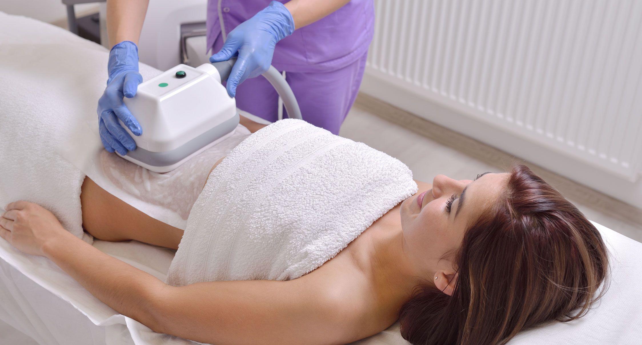 Mincir sans chirurgie avec la cryolipolyse à La Rochelle | Skin Clinic